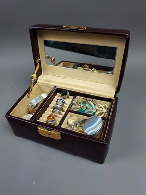 Lot 15A - A LOT OF SILVER AND OTHER JEWELLERY