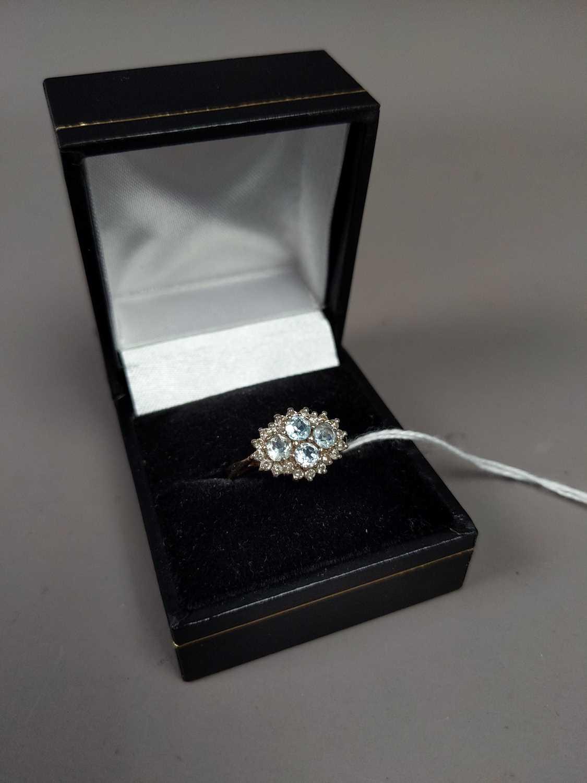 Lot 20 - A DIAMOND AND AQUAMARINE RING SET IN NINE CARAT GOLD