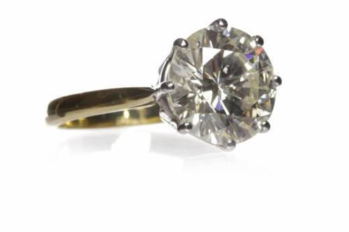 Lot 10-IMPRESSIVE DIAMOND SOLITAIRE RING the eight claw...