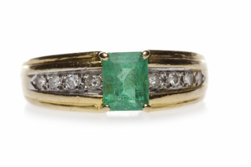 Lot 17-EIGHTEEN CARAT GOLD EMERALD AND DIAMOND RING the...
