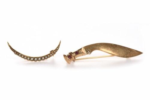 Lot 119 - EIGHTEEN CARAT GOLD SWORD MOTIF BROOCH the...