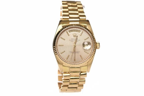 Lot 778-GENTLEMAN'S ROLEX OYSTER PERPETUAL DAY-DATE...