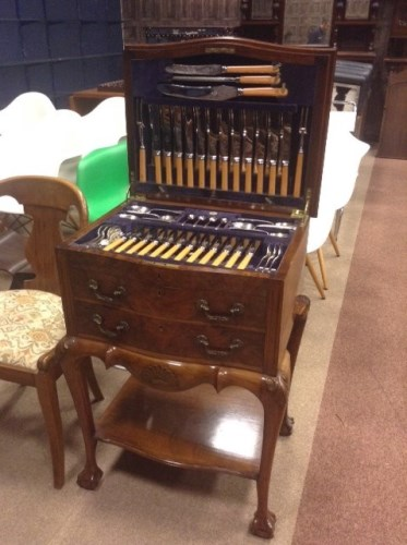 Lot 1246-SUITE OF 'OLD ENGLISH' PATTERN TABLE APPOINTMENTS ...