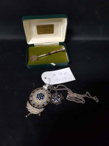 Lot 26-PRESENTATION SILVER GOLF TEE AND BALL MARKER also ...