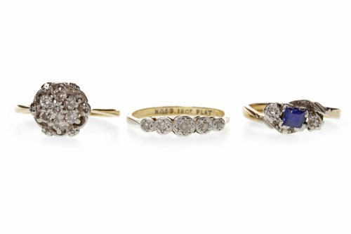 Lot 515 - EDWARDIAN DIAMOND FIVE STONE RING with...