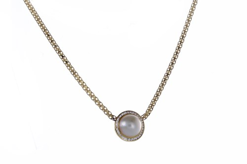 Lot 38-PEARL AND DIAMOND NECKLET set with a single...