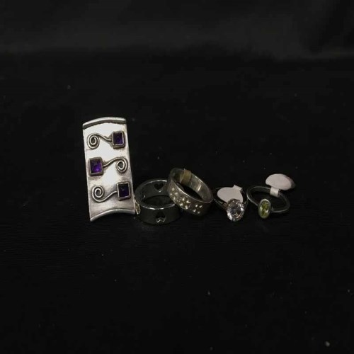 Lot 29-LOT OF VARIOUS SILVER AND DRESS RINGS