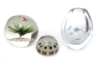 Lot 1253-20TH CENTURY ART GLASS PAPERWEIGHT of spherical...