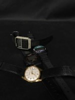 Lot 26-LOT OF FOUR VINTAGE WATCHES including a gentleman'...