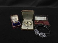 Lot 40-GROUP OF MIXED COLLECTABLES to include nine carat ...